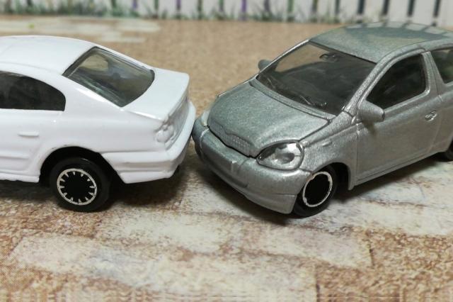 事故で自動車保険を使った場合の等級ダウンや保険料の変化を解説!