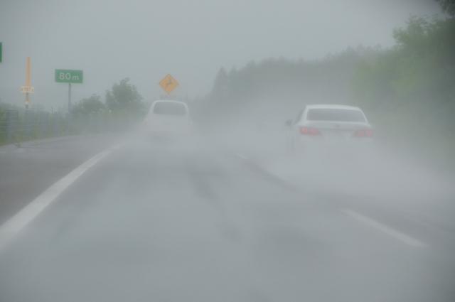 自動車保険は台風で水没や飛来物等の被害にあった場合は補償される?