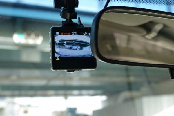自動車保険のドライブレコーダー特約を解説!レンタル料は無料なの?