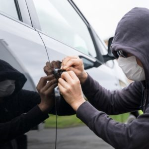 【自動車保険】車が盗難されたら保険金は支払われる?等級はどうなる?